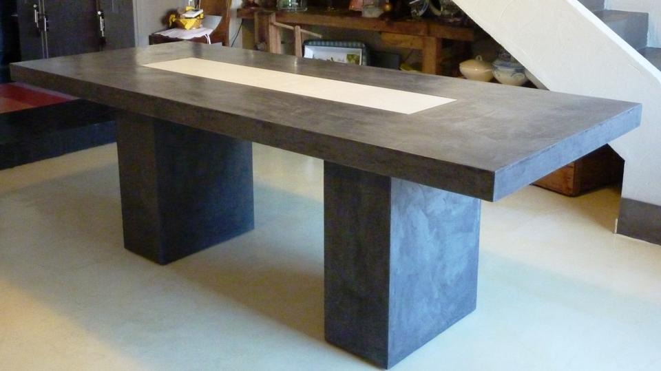 Mobilier sur mesure design en b ton cir d coratif for Table a manger beton